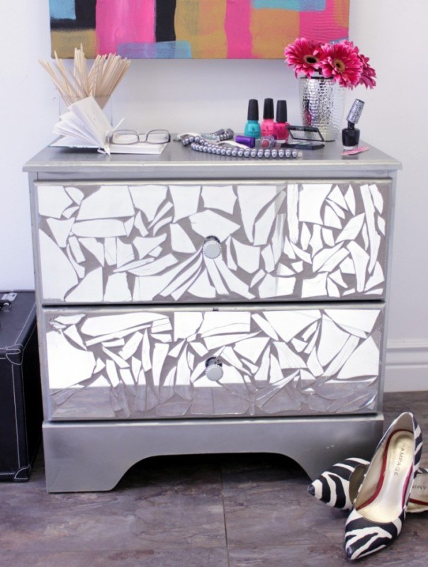 DIY Fancy Bedroom Mirrored Dresser