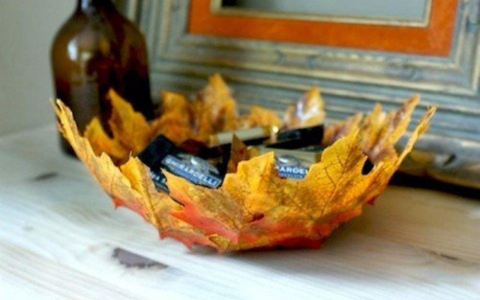 http://diybytiffany.com/wp-content/uploads/2015/02/diy-fall-leaves-bowl-1-500x3551-960x600_c.jpg