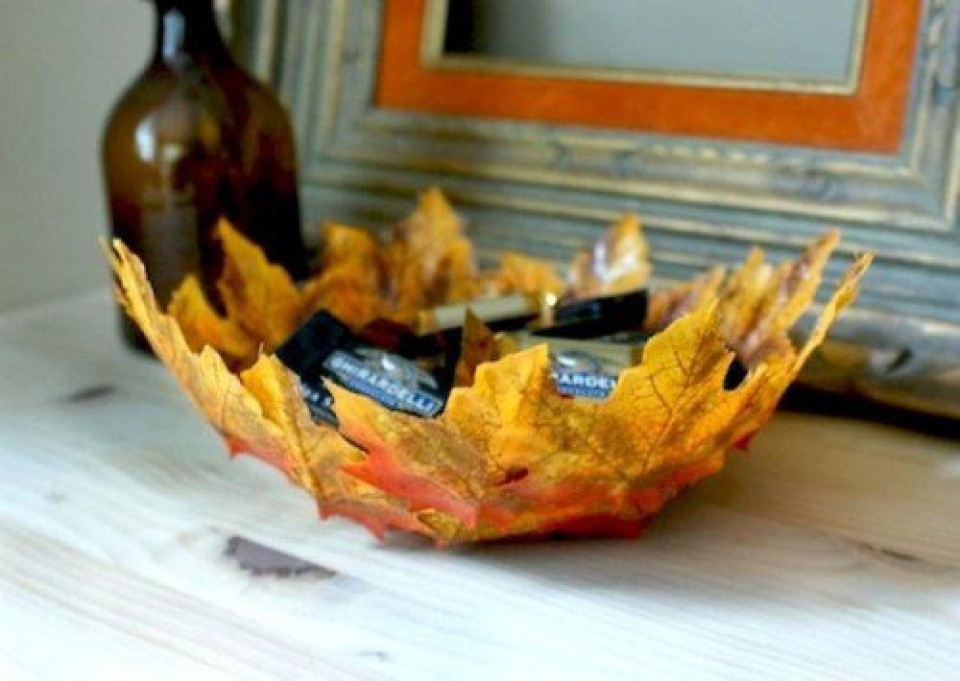 http://diybytiffany.com/wp-content/uploads/2015/02/diy-fall-leaves-bowl-1-500x3551-960x681_c.jpg
